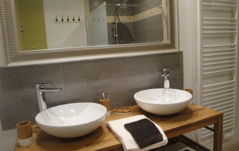 """Location de vacances - Chambre d'hôtes à Saint-André-de-la-Marche - Salle de bain Chambre""""Nature"""""""