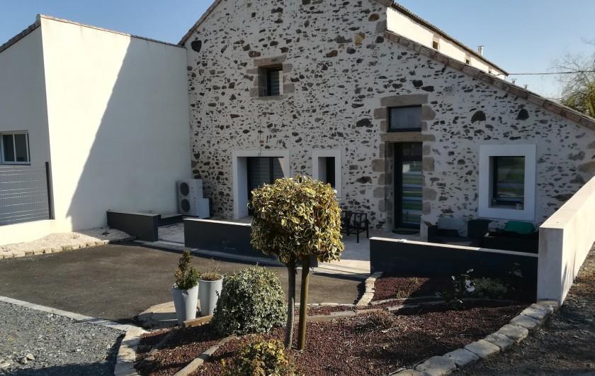 """Location de vacances - Chambre d'hôtes à Saint-André-de-la-Marche - Terrasse Chambre""""Nature"""" et Chambre""""Voyage"""""""