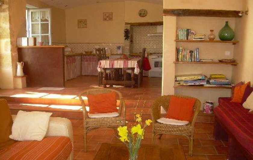 Location de vacances - Gîte à Castéra-Verduzan - vue d'ensemble cuisine +salon