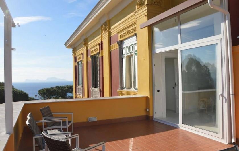 Location de vacances - Appartement à Naples - Terrasse avec vue sur Capri
