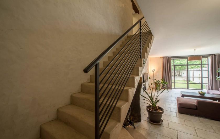 Location de vacances - Mas à Visan - Escalier vers les chambres