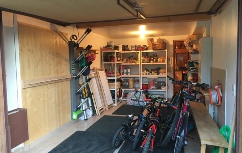 Location de vacances - Chalet à Les Contamines-Montjoie - Le garage de 15 m² pour ranger les skis, les vélos et les courses