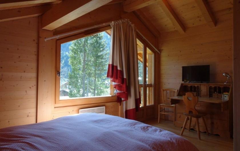 Location de vacances - Chalet à Les Contamines-Montjoie - Chambre du haut avec WC séparés et Salle de bain indépendante avec baignoire