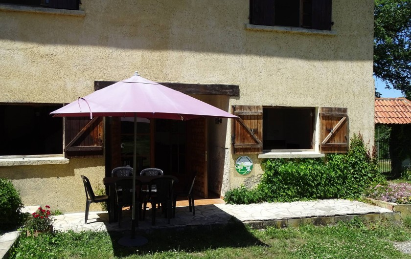 Location de vacances - Gîte à Louslitges - Gîte cour été 2