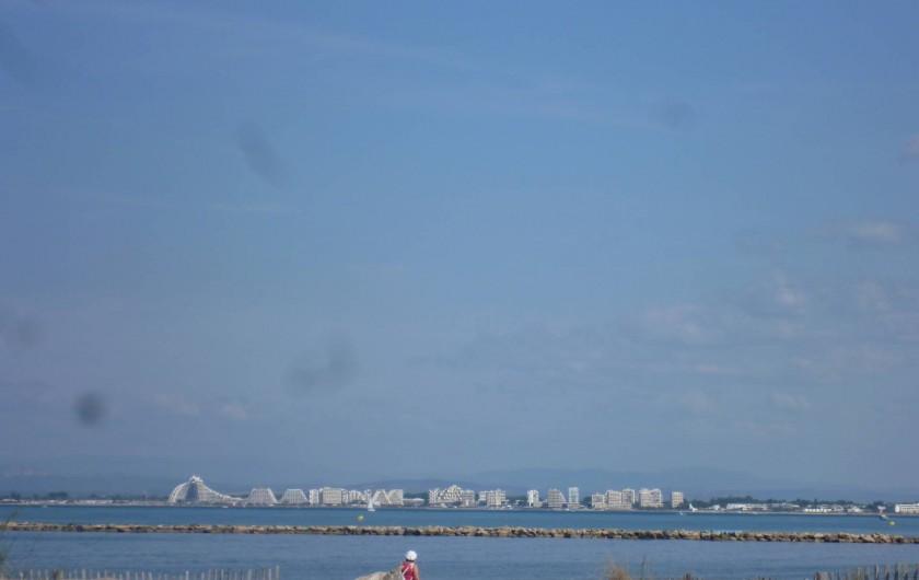 Location de vacances - Appartement à Le Grau-du-Roi - mer vue grande motte