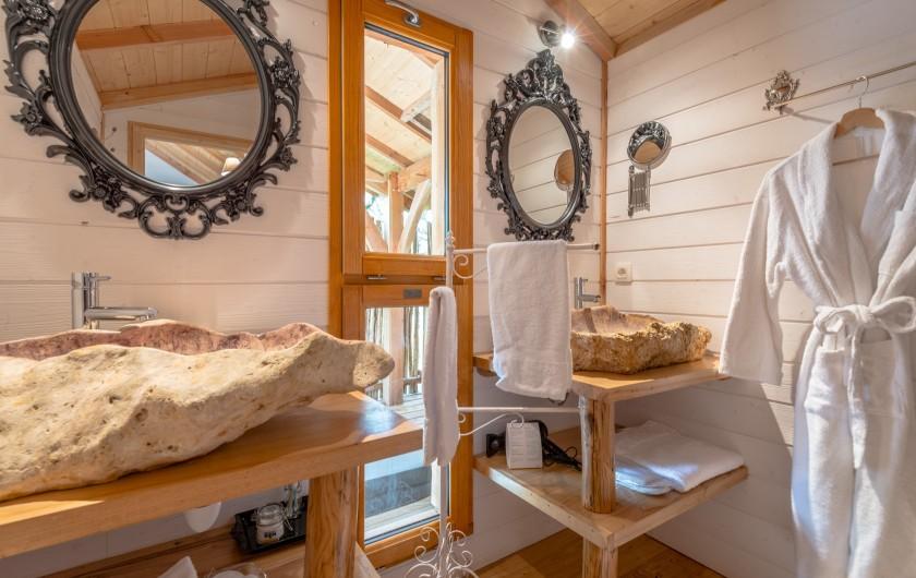 Location de vacances - Cabane dans les arbres à Clairac - La salle d'eau avec douche  à l'italienne