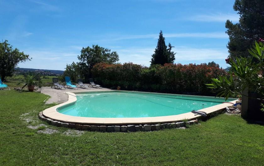Location de vacances - Gîte à Puyloubier - Piscine commune aux 2 gîtes.