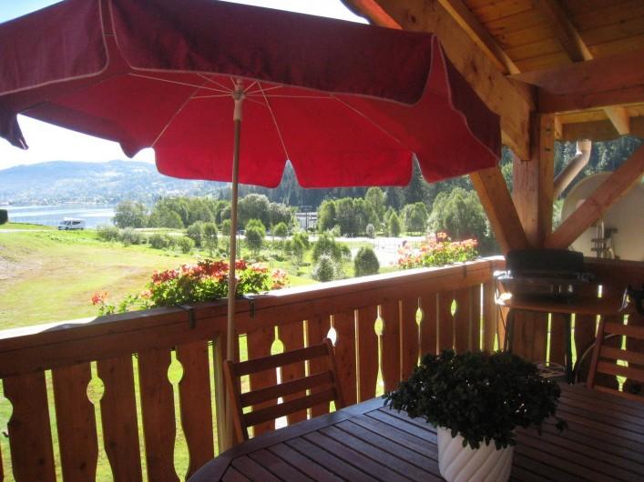 Location de vacances - Appartement à Gérardmer - terrasse vue lac