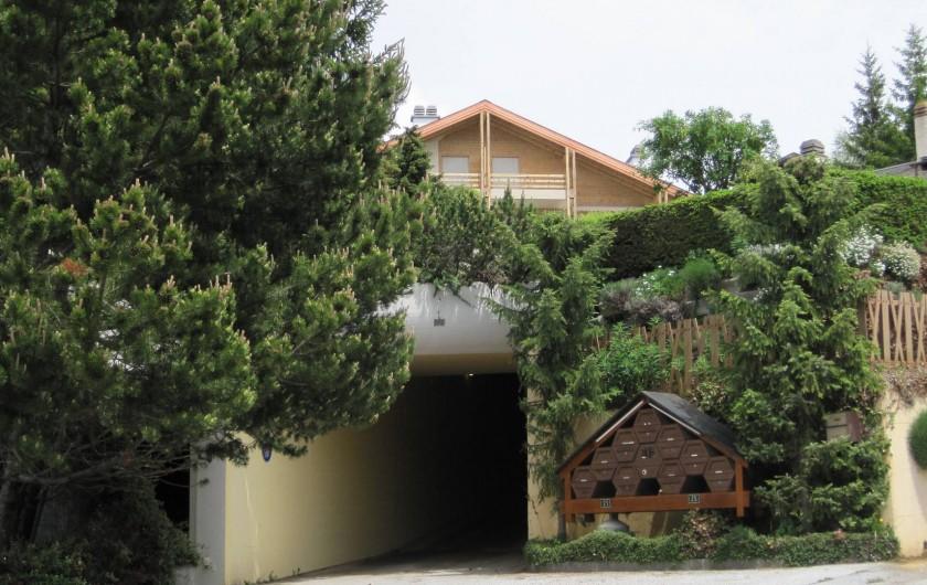 Location de vacances - Chalet à Crans-Montana - Entrée de la résidence Royal avec son large parking souterrain