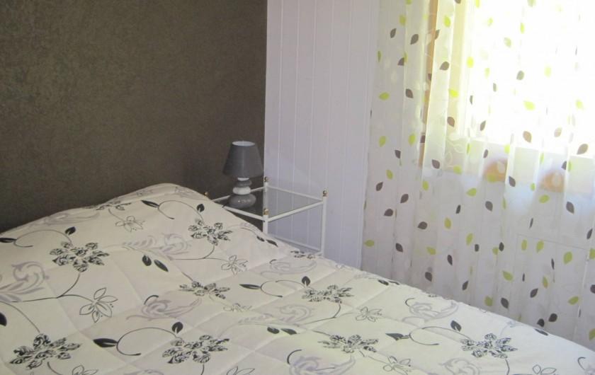 Location de vacances - Chalet à Crans-Montana - 1ere chambre rez avec salle d'eau attenante
