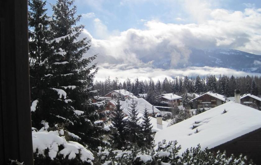 Location de vacances - Chalet à Crans-Montana - Vue sur la vallée du Rhône et les Alpes Suisses