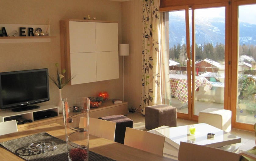 Location de vacances - Chalet à Crans-Montana - Large pièce à vivre ensoleillée