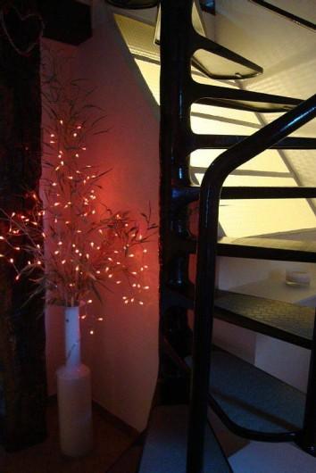 Location de vacances - Maison - Villa à Cahors - escalier intérieur