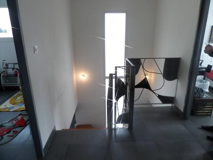 Location de vacances - Villa à Sauvian - Escalier étage