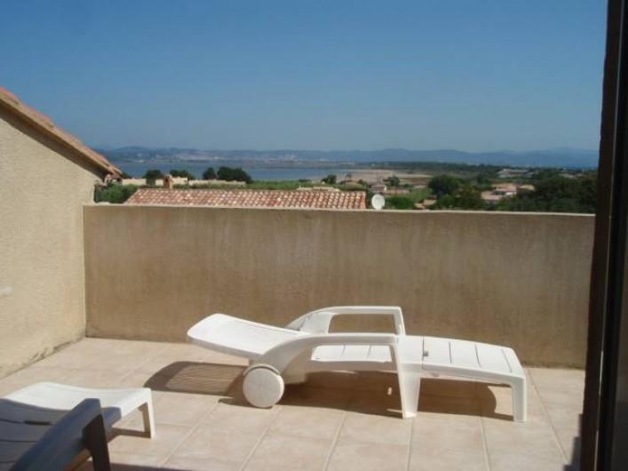 Location de vacances - Villa à Hyères - balcon  d une chambre