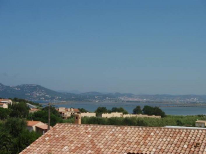 Location de vacances - Villa à Hyères - vue d une chambre port Hyères