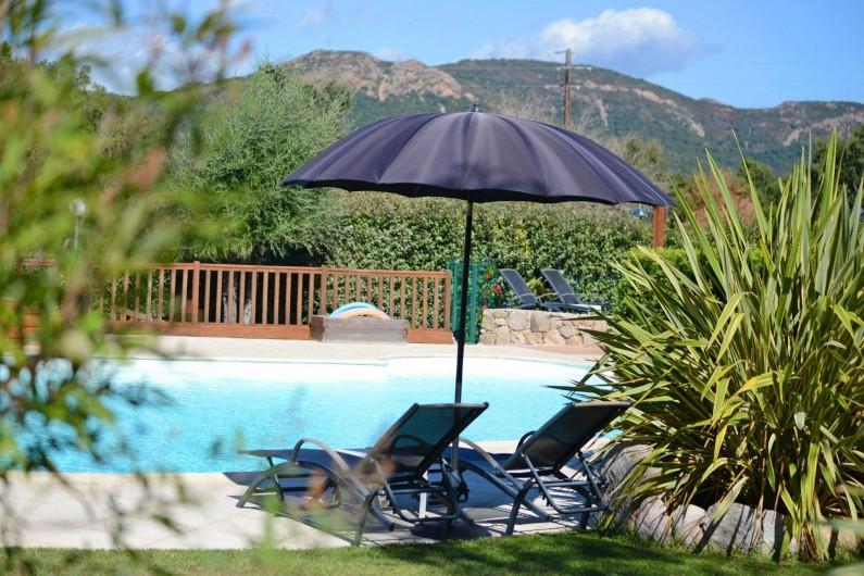 Location de vacances - Appartement à Sainte-Lucie de Porto-Vecchio - PISCINE VU MONTAGNE