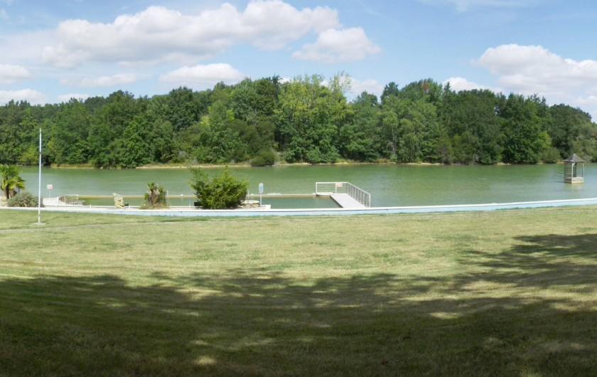 Location de vacances - Chalet à Bretagne-d'Armagnac - CHALET GUZET Zone baignade (piscine en eau naturelle )32 ml x 11.50 ml  et