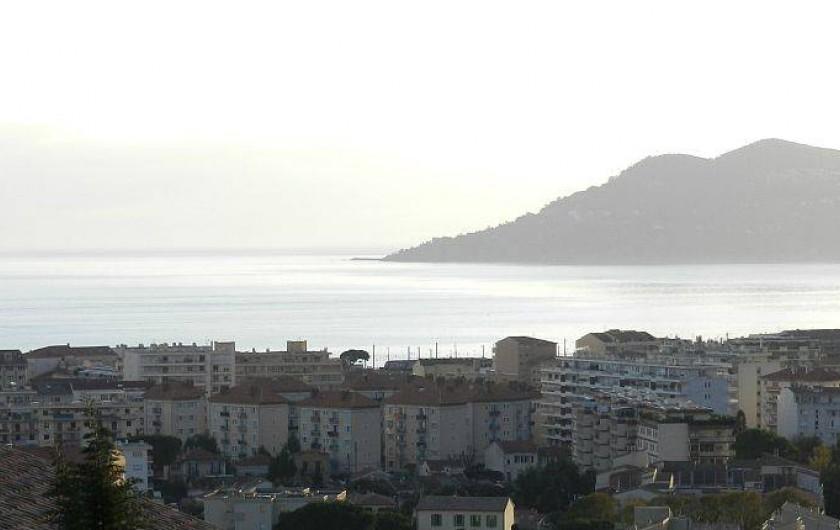 Location de vacances - Villa à La Croix des Gardes - Vue mer depuis toutes les pièces habitables du RDJ et de  l'ETAGE