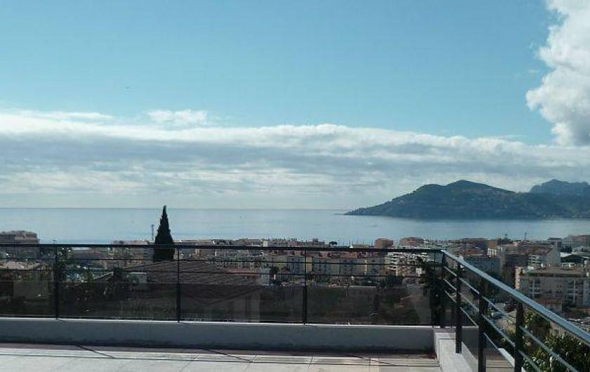 Location de vacances - Villa à La Croix des Gardes - Solarium de 70 m2 est accessible depuis toutes les chambres vue mer et montagne