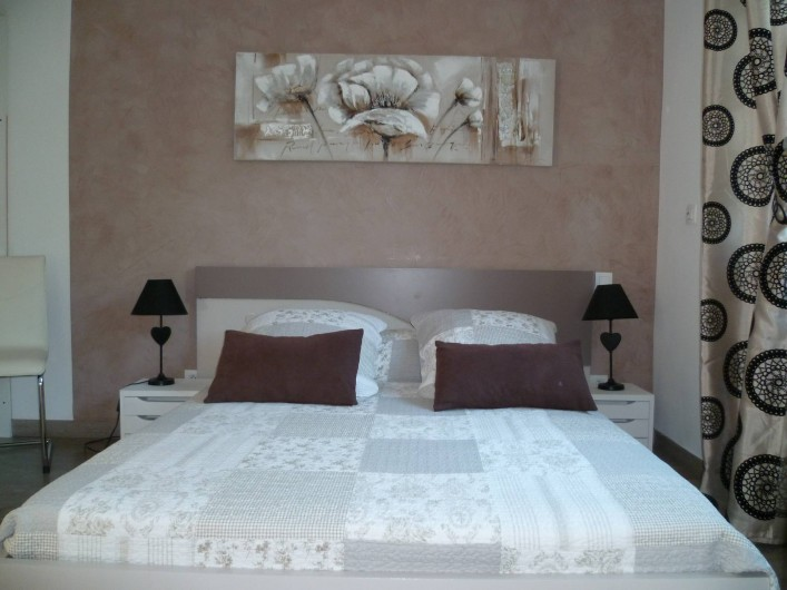 Location de vacances - Villa à La Croix des Gardes - Etage chambre très agréable accès  au solarium de 70 m2