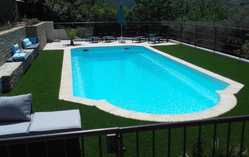 Location de vacances - Appartement à Évenos - grande piscine entretenue et ensoleillée