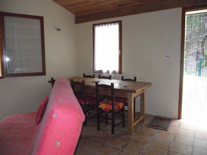 Location de vacances - Gîte à Les Ablatats - coin repas avec grande table de ferme