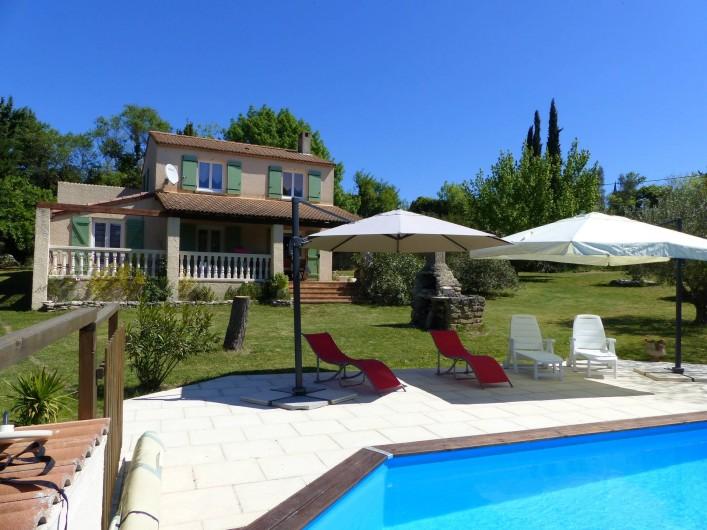 Location de vacances - Villa à Uzès - Villa sans vis à vis, très calme , plein sud, sur un grand terrain arboré