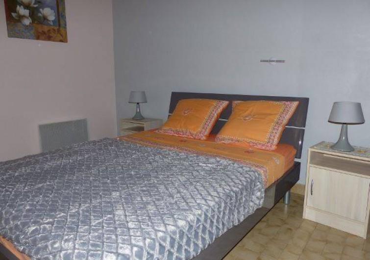 Location de vacances - Villa à Uzès - la chambre rose avec très bonne literie