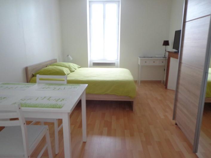 Location de vacances - Appartement à Guéret - Chambre avec lit double confortable