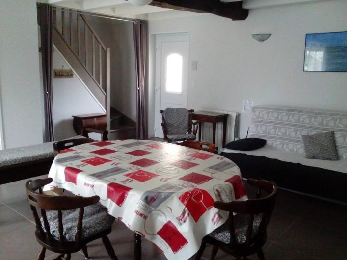 Location de vacances - Gîte à Haimps - Coin salle à manger avec canapé