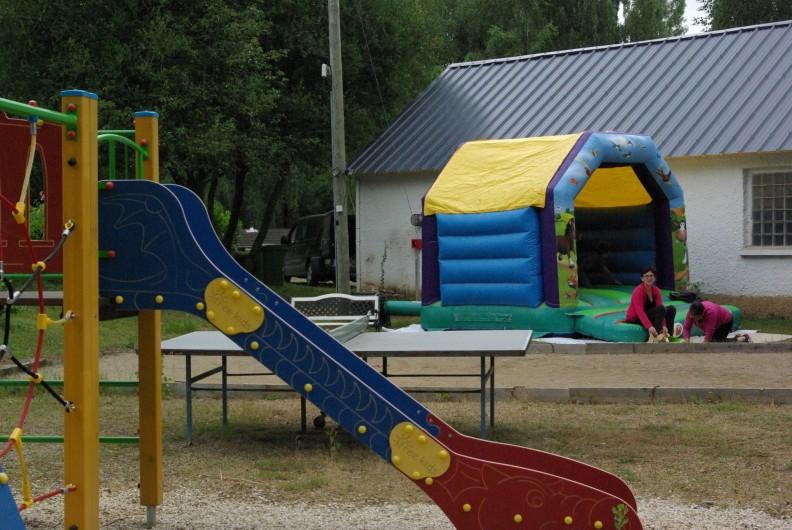 Location de vacances - Camping à Mézières-sous-Lavardin - Structure gonflable pour petits