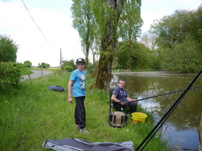 Location de vacances - Camping à Mézières-sous-Lavardin - les pêcheurs sont les biens venus