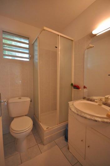 Location de vacances - Chambre d'hôtes à Sainte-Anne - salle d'eau