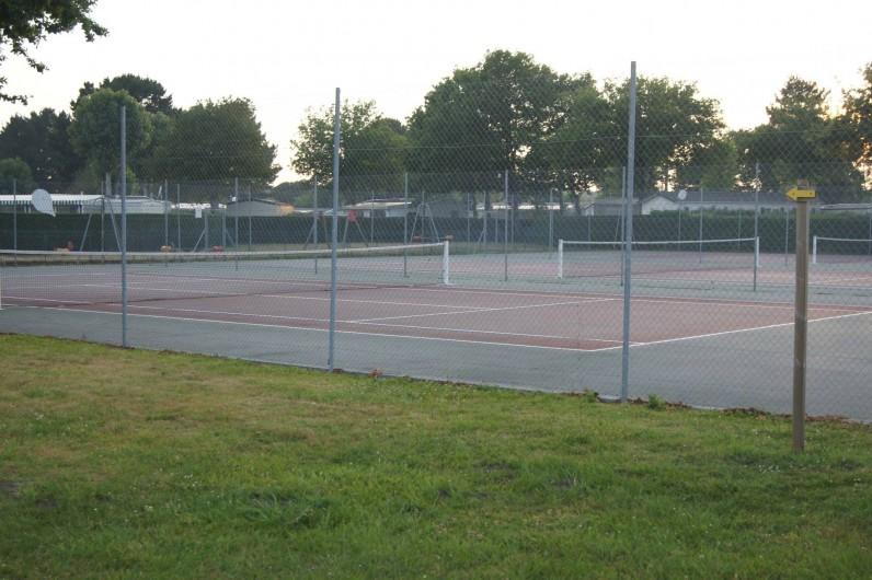 Location de vacances - Bungalow - Mobilhome à Les Mathes - Terrains de Tennis