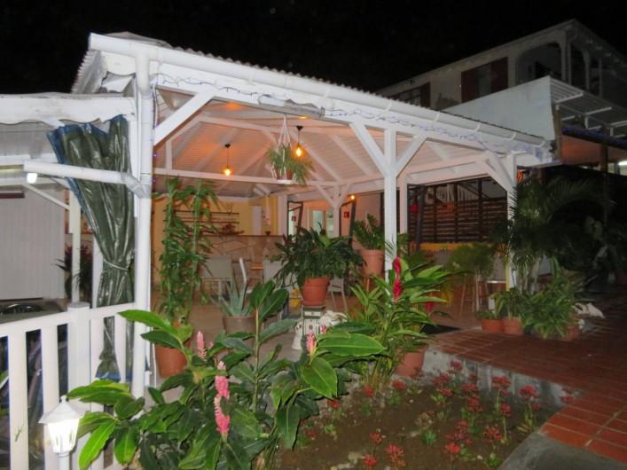 Location de vacances - Villa à Lamentin - piscine/table d'hote