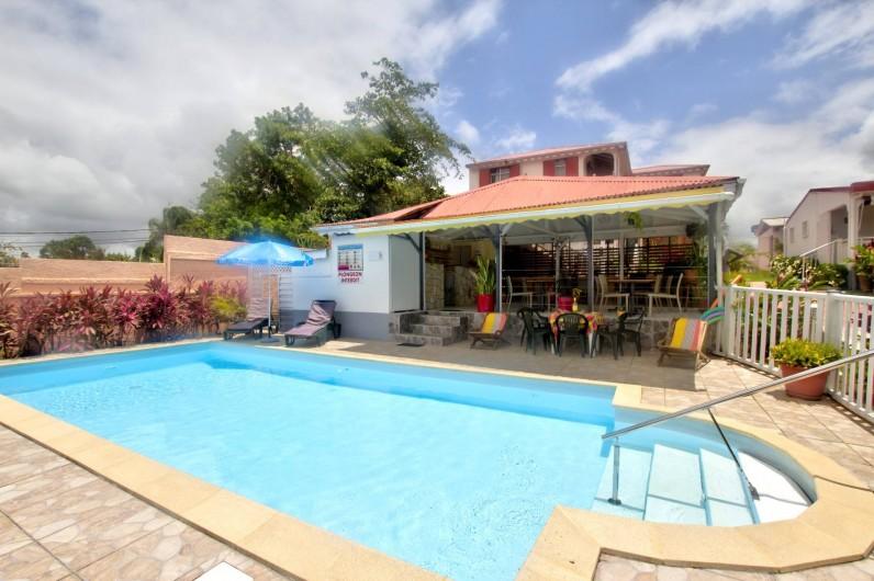 Location de vacances - Villa à Lamentin - piscine, table d'hôte