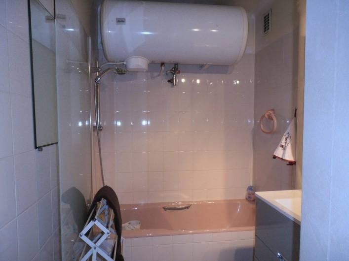 Location de vacances - Appartement à La Clusaz - salle de bain