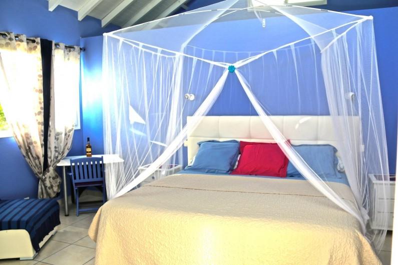 Location de vacances - Chambre d'hôtes à Le Gosier - Grande chambre de 36 m2 avec lit de 200x200