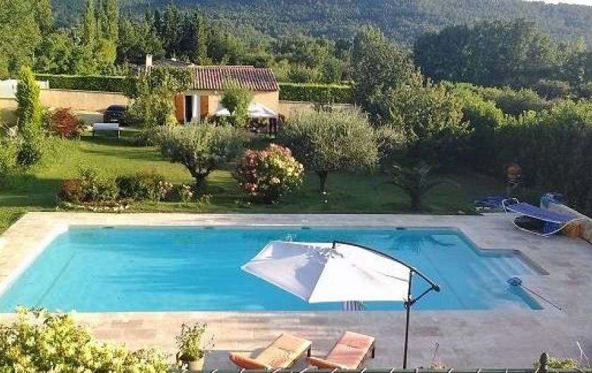 Location de vacances - Villa à Villecroze - VUE SUR LA PISCINE ET LE JARDIN