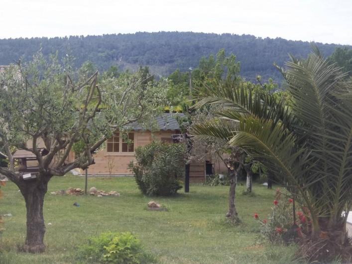 Location de vacances - Villa à Villecroze - VUE DANS LE JARDIN