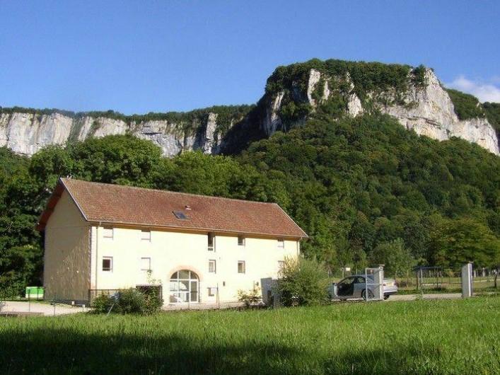 Location de vacances - Appartement à Les Planches-prés-Arbois - Le Moulin dans son environnement