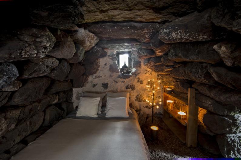 Location de vacances - Insolite à Saint-Jacques-des-Blats - Le lit double de la petite annexe