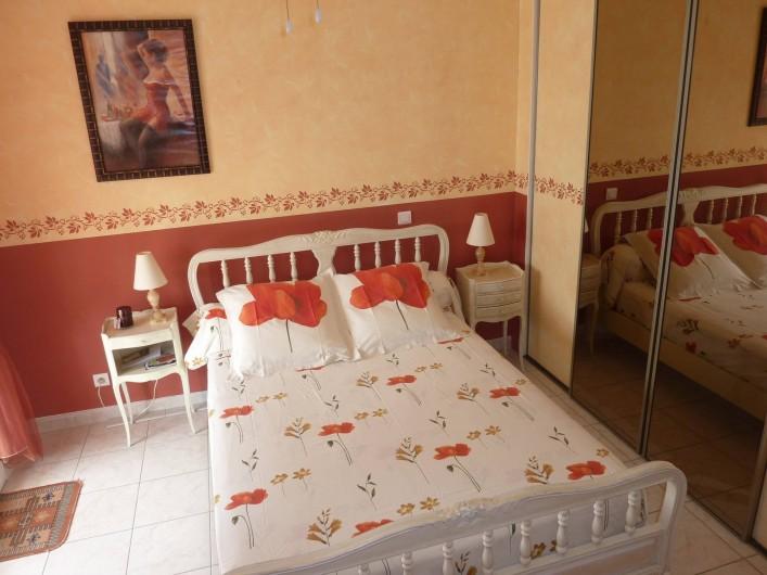 Location de vacances - Chambre d'hôtes à Le Bosc - LA CHAMBRE ROUGE