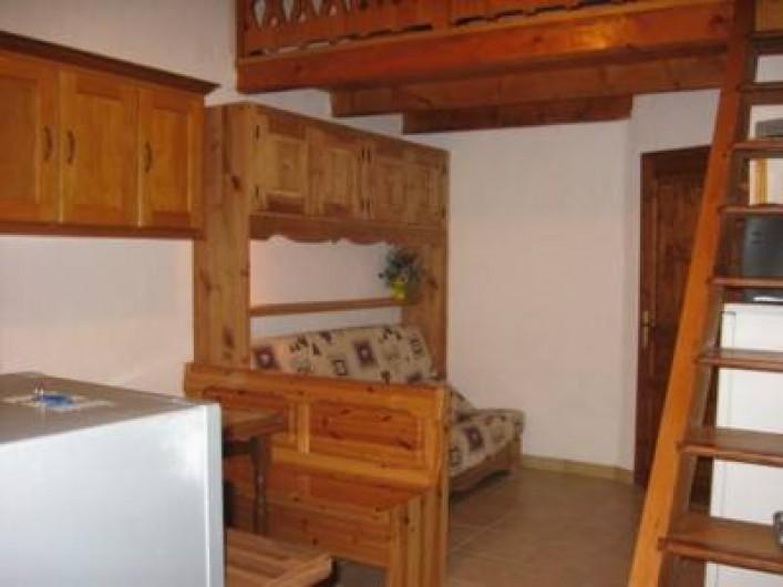 Location de vacances - Chalet à Hauteluce - - Pièce principale, salon avec clic clac matelas très confortable.