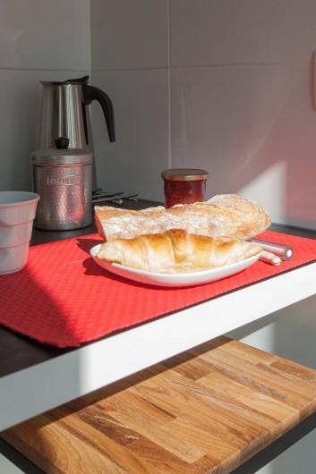 Location de vacances - Studio à 14e Arrondissement - Un petit-déj typiquement français (la boulangerie est juste en face)