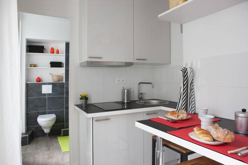 Location de vacances - Studio à 14e Arrondissement - La salle de bains vue de la cuisine