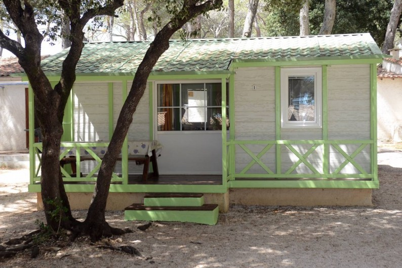 """Location de vacances - Bungalow - Mobilhome à Le Camp - Chalet Gitotel """"Le Cottage"""" avec ses deux chambres (6 couchages au total)"""