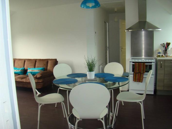 Location de vacances - Appartement à Vannes - Coin salle à manger vu de l'entrée de la chambre 'Est'