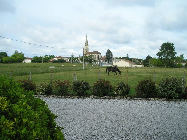 Location de vacances - Villa à Queyrac - Vue sur le village et les prairies environnantes